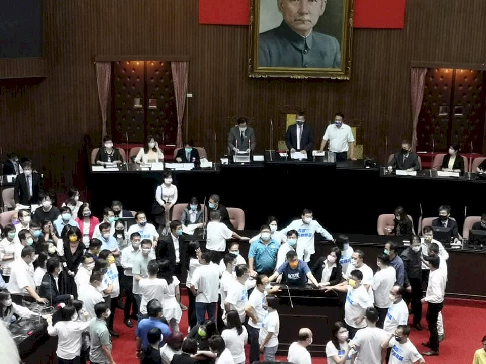 蘇揆在立院朝野衝突下施政報告 譴責藍營是暴力的政黨