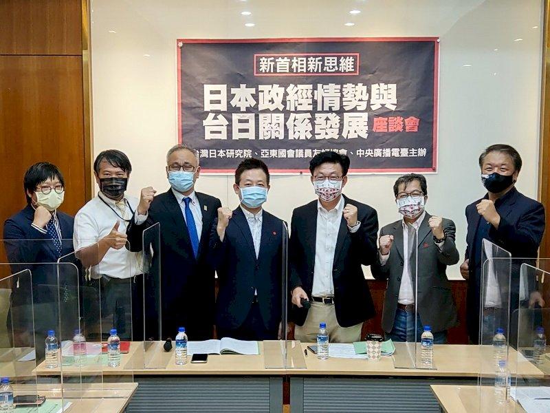 台灣地緣政治角色,有如「兩顆石頭」