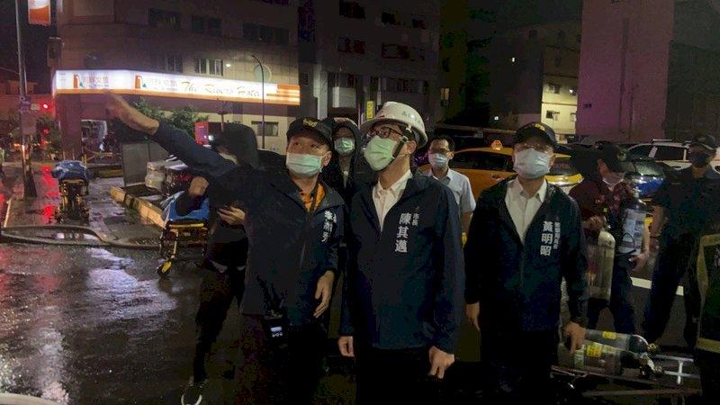 高雄社區大火 陳其邁取消行程趕赴現場