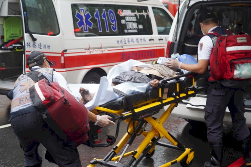 高雄城中城大樓火警   8人無生命跡象40人傷
